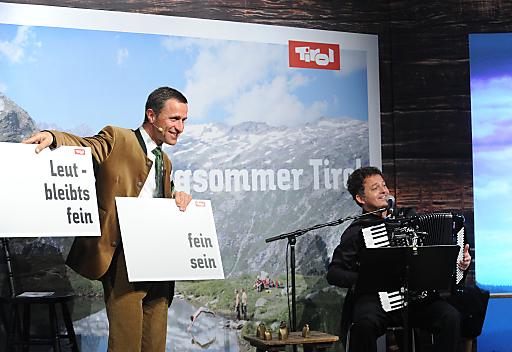 """Vor 50 begeisterten Journalisten aus der Reisebranche und 30 Reiseunternehmern präsentierte am 8. März 2012 Josef Margreiter, Geschäftsführer der Tirol Werbung, im Rahmen der Internationalen Tourismus Börse (ITB) in Berlin die neue Kampagne """"Bergsommer Tirol""""."""