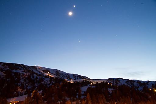 Ein unglaubliches Naturschauspiel kann man momentan auf der Turracher Höhe beobachten. Die Planten Venus und Jupiter leuchten durch die frische, klare Luft und die Höhenlage besonders hell am Sternenhimmel.