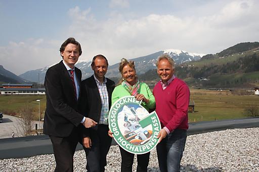 v.l.n.r.: GD Dr. Johannes Hörl (Großglockner Hochalpenstraßen AG), Direktor Dipl.-Ing. Wolfgang Urban (Nationalpark Hohe Tauern), Landesrätin Dr. Tina Widmann, GF Mag. Christian Wörister (Ferienregion Nationalpark Hohe Tauern GmbH & Nationalparkzentrum Hohe Tauern GmbH)