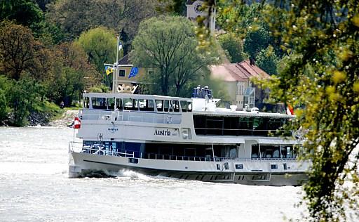 MS Austria auf Frühlingsfahrt.