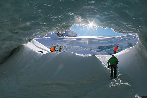 Eishöhle im Mittelberg Ferner im Pitztal 2011.