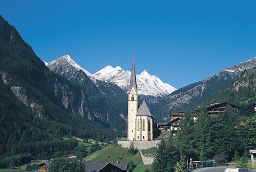 Die erste Etappe führt vom Fuße des Großglockners, der Kaiser-Franz-Josefs-Höhe, bis Heiligenblut.
