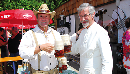 Sonnenschein, Bieranstich & mehr als 1000 Gäste beim AVIVA-ALM-Eröffnungsfest.