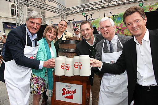 Die Eröffnung mit dem traditionellen Stiegl-Bieranstich lockt auch in diesem Jahr wieder zahlreiche BesucherInnen zum Linzergassenfest.