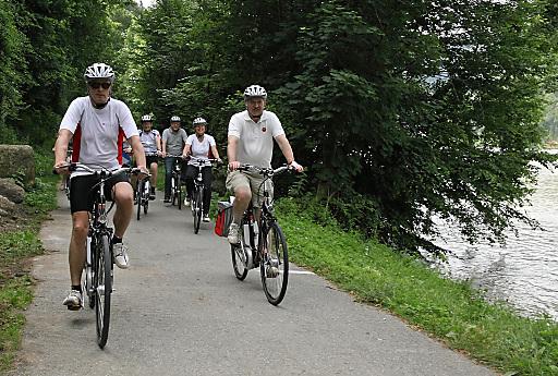 Vom umfassenden E-Bike-Angebot an der oberösterreichischen Donau haben sich heute Vertreter von Politik, Wirtschaft und Medien überzeugt.