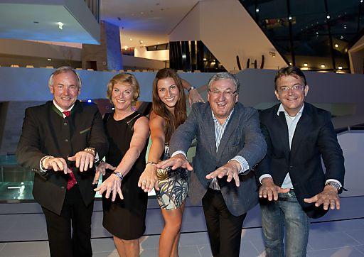 vlnr: Landeshauptmann Gerhard Dörfler, Mag. Susanna Mayerhofer, Mirna Jukic, Bürgermeister Helmut Manzenreiter, Hannes Jagerhofer