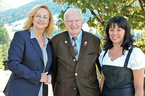 Bundesministerin Maria Fekter, Bundesspartenobmann Hans Schenner, WKÖ-Vizepräsidentin Martha Schultz