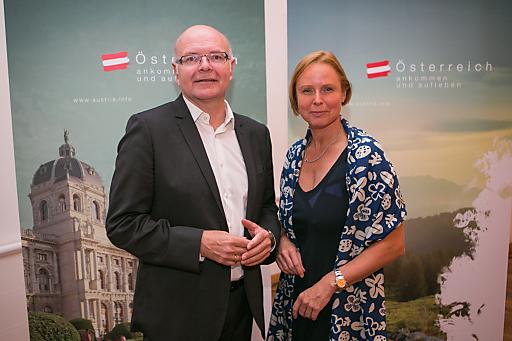 Prof. Dr. Karlheinz Ruckriegel, Professor der Glücksforschung an der Georg-Simon-Ohm-Hochschule Nürnberg, Dr. Petra Stolba, ÖW-Geschäftsführerin