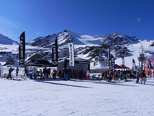 Bei Tirols höchstem Gletscherfest am Pitztaler Gletscher können die neuesten Ski- und Snowboards getestet werden.