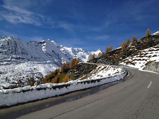 Ein zusätzliches Angebot ist eine zweieinhalbstündige Wanderung am Fuße des höchsten Gipfels Österreichs.