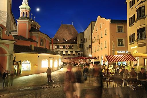 """""""Oberer Stadtplatz Hall in Tirol"""": Bereits zum siebten Mal lädt Hall in Tirol zum """"Nightseeing"""": Am 25. Oktober öffnen sich Türen, die sonst verschlossen sind, für die interessierten Besucher."""
