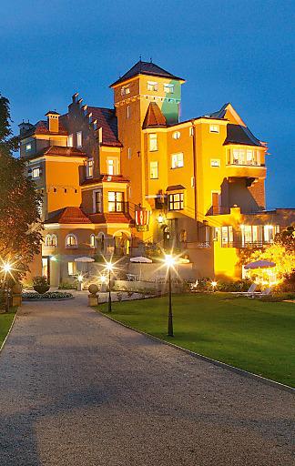 """Romantische Tage erleben Gäste mit dem """"Kuschel Package"""" im Hotel Schloss Mönchstein."""
