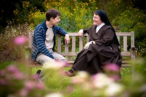 Gespräche mit Schwester Emmanuela, Oberin des Hauses und psychologische Beraterin.
