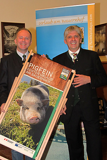 Landesrat Sepp Eisl gratuliert dem wiedergewählten Obmann LKR Klaus Vitzthum