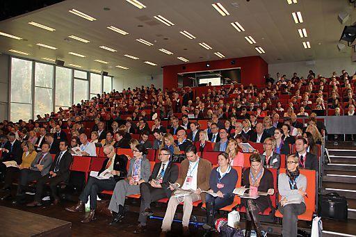 """500 Touristiker beim 8. Brennpunkt eTourismus 2012 an der FH Salzburg diskutierten zum Thema """"Zukunft des Online-Vertriebs im Tourismus"""""""