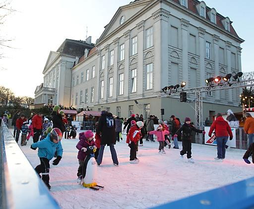 Eislaufen über den Dächern Wiens