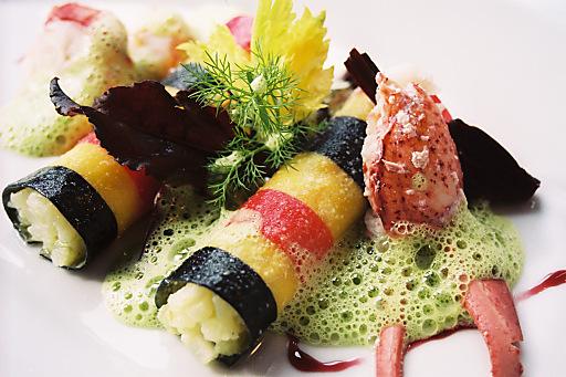 Internationale Hotel- und Restaurantführer vergeben zum wiederholten Mal Auszeichnungen an die Gourmetstube Einhorn im Romantik Hotel Stafler in Südtirol. Darunter ist auch wieder ein begehrter Michelin-Stern für Chefkoch Peter Girtler.