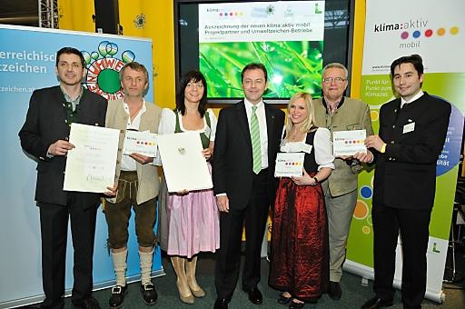 Umweltminister Niki Berlakovich zeichnet klima:aktiv mobil Projektpartner und Umweltzeichenbetriebe aus