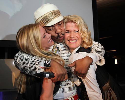 Feierliche Eröffnung: Stefanie Schmid, Greg Bannis und Claudia Wendner