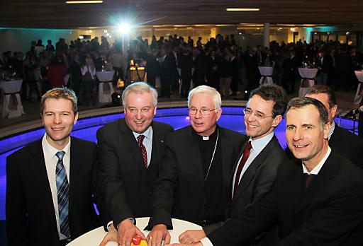 Feierliche Eröffnung: Patrick Sax, Hermann Schuetzenhoefer, Weihbischof Lackner, BGM Josef Sommer, GF Siegfried Feldbaumer