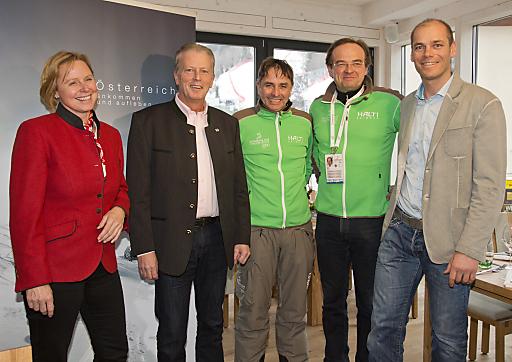 v.l.n.r.: ÖW-Geschäftsführerin Petra Stolba, BM Reinhold Mitterlehner, ÖSV-Direktor Renhold Zitz, Direktor Steiermark Tourismus Georg Bliem, Michael Walchhofer