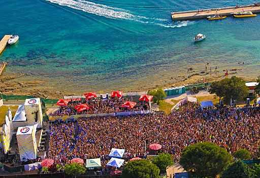 Shaken - direkt am Meer - die Party-Reise Spring Break Europe machts möglich