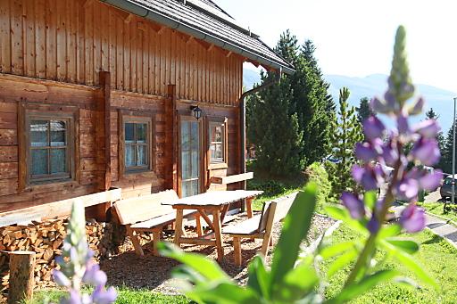 Auf 1.800m Höhe gibt es im Juni 2013 im Almhüttendorf Turracher Höhe den ersten Yoga-Einsteigerworkshop, dem im August dann eine ganze Woche mit dem Motto Yoga & Wandern folgt.