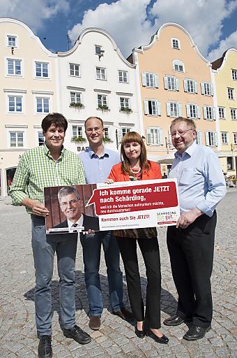Im Bild v.l.n.r.: Bgm. Ing. Franz Angerer, Mathias Herrmann (Obmann Schärding innovativ), Bettina Berndorfer (GF Tourismusverband), Kpt. Manfred Schaurecker (Vorsitzender Tourismusverband)