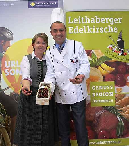 Im Bild v.l.n.r. Rosi Strohmayer und Burgenland Tourismus Direktor Mario Baier