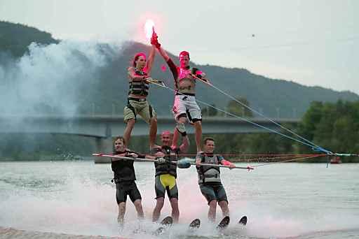 Am 21.6.2013 veranstaltet das Hotel Donauschlinge ein Sommerfest mit unterhaltsamen Programmpunkten: Können die Gäste am Nachmittag selbst Wassersportaktivitäten (Bananen-, Reifen-, Wasserski- oder Wakeboardfahren) ausprobieren, so kommen ab 19:00 die Profis vom WSV Niederranna und bieten den Gästen eine aufregende Wasserskishow auf der Donau!