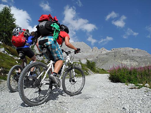 Faires Mountainbiken: Der Oesterreichische Alpenverein (OeAV) setzt sich für ein rücksichtsvolles Miteinander am Berg ein.