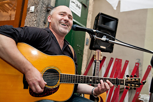 Musiker Harry Ahamer eröffnet das diesjährige Altstadtfest Steingasse am 23. August um 17 Uhr.