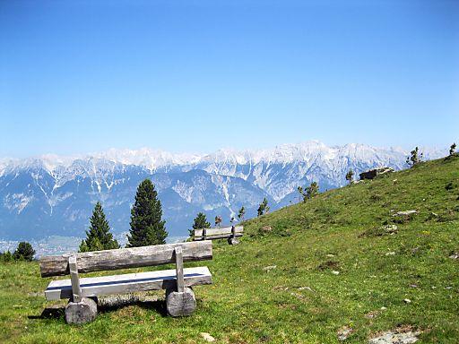Das Karwendelgebirge und die Zentralalpen bieten unzählige Wandermöglichkeiten.
