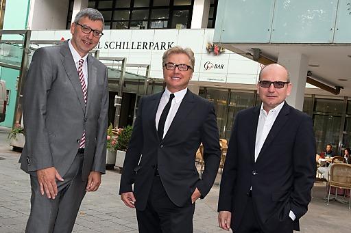 Im Bild v.l.n.r.: Andreas Berger (GF der Verkehrsbüro Hotellerie GmbH), Ernst Kirchmayr (Eigentümer Plus City & Lentia City), Harald Nograsek (Generaldirektor der Verkehrsbüro Group)