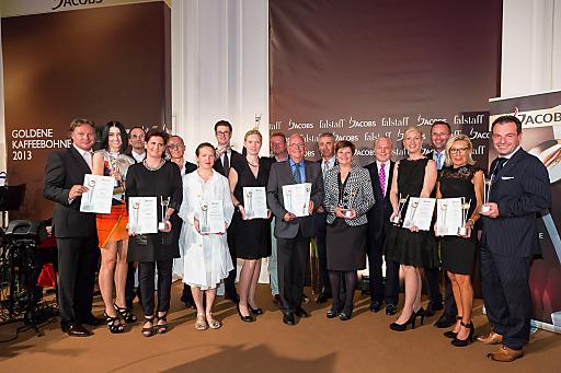http://www.apa-fotoservice.at/galerie/4451 Die Gewinner der Goldenen Kaffeebohne 2013 v.l.: NÖ-Gewinner Heinz Hanner mit Brigitta Lashofer, Tirol-Sieger Ernst und Ursula Dengg vom Kaffeehaus Katzung, Gerold und Katia Schneider vom Almhof Schneider sind die Gewinner in Vorarlberg, René und Sandra Kolleger nahmen für die Familie Döllerer den Preis für Salzburg entgegen, Burgenland-Gewinner Helmut Hager von der Osteria Corso, Franz von Peez von Zur Hube in der Steiermark, Hermann und Bernadette Weinzirl aus Wien, Falstaff-Herausgeber Wolfgang Rosam, Kärnten-Sieger Simone Ronacher, Mondelez-Österreich-Geschäftsführer Andreas Kutil, Elisabeth Lukas vom Restaurant Verdi für Oberösterreich und Sonderpreis-Gewinner Vamed Vitality World COO Tom Bauer