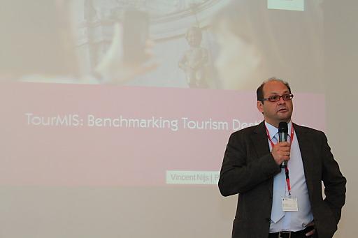 """Prof Dr. Karl Wöber, Rektor der MODUL University Vienna, lud 70 führende Tourismusentscheider aus 25 Ländern Europas zum jährlichen """"TourMIS"""" Anwender-Workshop in die Universitätsräumlichkeiten der internationalen Privatuniversität auf den Kahlenberg"""