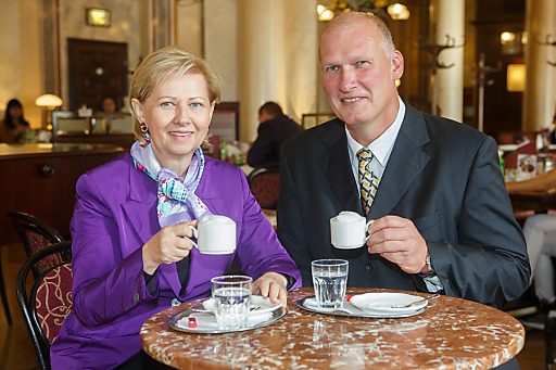 v.l.n.r. WKW-Präsidentin KommR Brigitte Jank, KommR Berndt Querfeld (Obmann der Fachgruppe Wien der Kaffeehäuser)