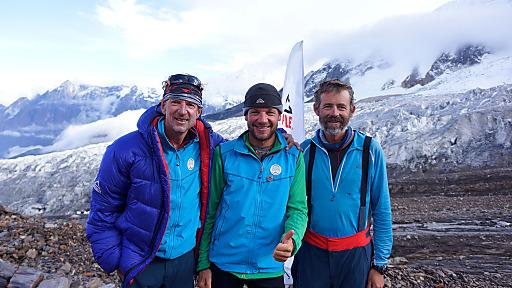 Das Gipfelteam der Clearskies Expedition nach erfolgreicher Besteigung und Skibefahrung am Manaslu 8.163m