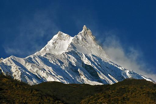 Der Gipfel des Manaslu. Links der Hauptgifel mit 8.163m
