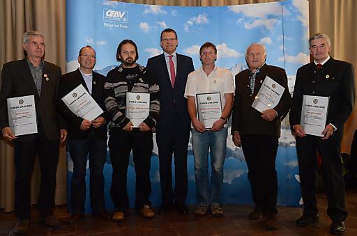 Sechs Bergretter wurden heuer vom Alpenverein für ihre außergewöhnlichen Leistungen mit dem Grünen Kreuz ausgezeichnet. Sie durften das Ehrenzeichen auf der Jahreshauptversammlung des Alpenvereins im Kulturhaus Dornbirn entgegennehmen.