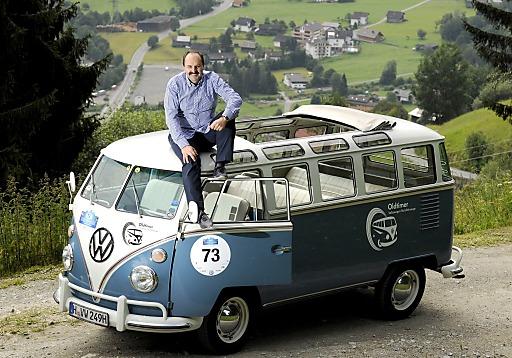 27. Kitzbüheler Alpenrallye. Herrliche Oldtimer auf den schönsten Alpenstraßen. TV-Starkoch und Oldtimerfan Johann Lafer geht erstmals bei der Kitzbüheler Alpenrallye an den Start.