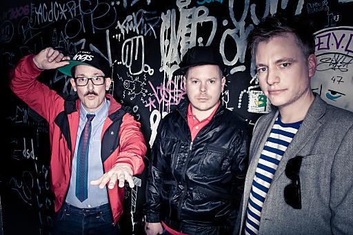 """Die drei Jungs veröffentlichten am 1. November 2013 ihr siebtes Studioalbum """"3 is ne Party"""". Beim Top of the Mountain Easter Concert in Ischgl spielen sie statt in Szene-Clubs auf der legendären Idalp-Bühne."""