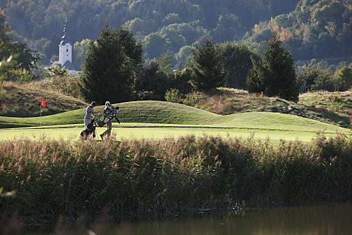 Die neue Alpe-Adria-Golf Card, mit der zum einheitlichen Preis auf den 20 schönsten Golfanlagen in Kärnten, Slowenien und Friaul-Julisch-Venetien von den Alpen bis an die Adria gespielt werden kann.