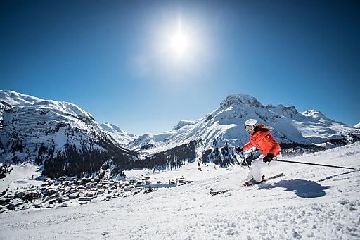 Aufgrund der Höhenlage des Skigebiets zwischen 1.300 und 2.800 Metern Seehöhe bietet Lech Zürs am Arlberg garantierte Schneesicherheit selbst bis weit ins Frühjahr hinein.