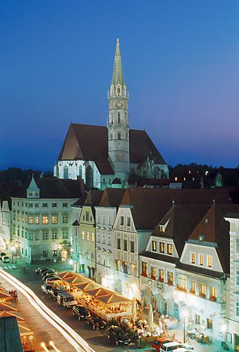 Stadtpfarrkirche Steyr bei Nacht