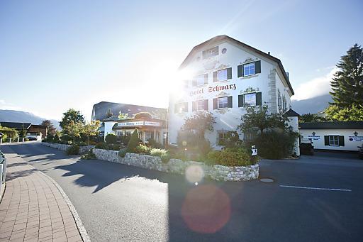 """Im März 2014 wurde das Alpenresort Schwarz im Rahmen des ÖGZ Sterne Awards unter anderem mit dem Sonderpreis """"Glücksbringer - für großartige Lehrlingsausbildung"""" ausgezeichnet."""