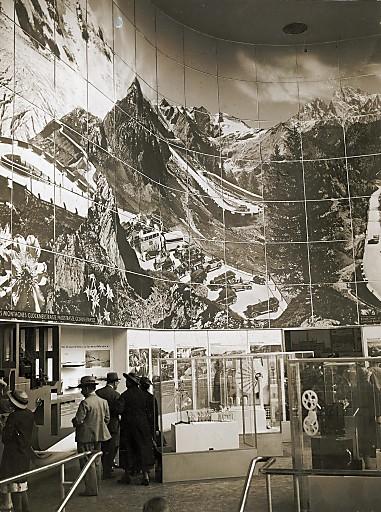 Panorama der Großglockner Hochalpenstraße im Österreich-Pavillon bei der Weltausstellung 1937 in Paris.