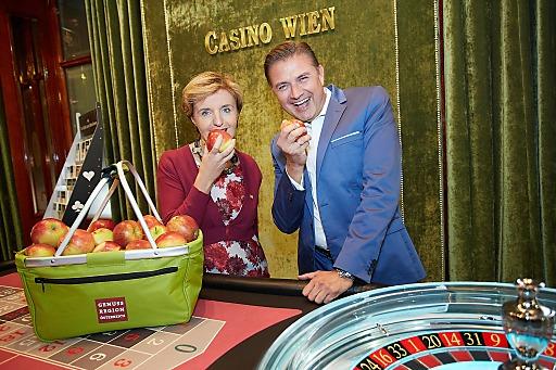 http://www.apa-fotoservice.at/galerie/5931 Kooperation mit Biss: Margareta Reichsthaler, Obfrau der GENUSS REGION ÖSTERREICH und Casino Wien Direktor Reinhard Deiring
