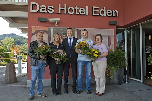 http://www.apa-fotoservice.at/galerie/5978/ Vor zehn Jahren öffnete das Hotel Eden****Superior nach einer Komplettrenovierung wieder seine Pforten. Nun wurden Mitarbeiter geehrt, die von Beginn an Teil des Teams waren