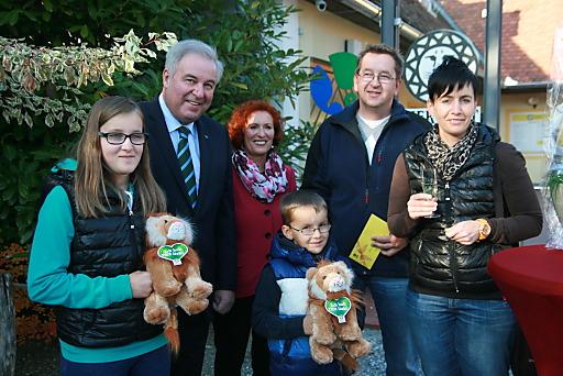 Mit Familie Hofstätter aus Vorau wurde erstmals der 200.000 Gast in der Tierwelt Herberstein begrüßt.